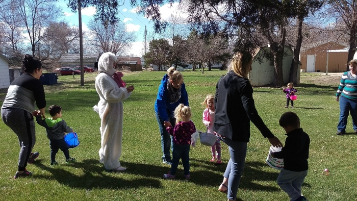 preschoolers hunting Easter eggs